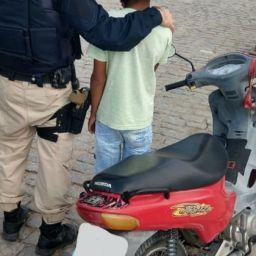Polícia flagra criança de 11 anos pilotando moto em rodovia