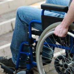 R$ 3 mil: Cadeirante consegue indenização por falta de acessibilidade em farmácia