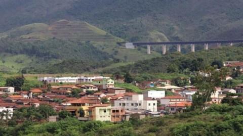 Cidade mineira vive tensão com risco de rompimento de barragem
