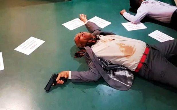 Pastor-Sargento-Isid%C3%B3rio-faz-ato-na-C%C3%A2mara-contra-decreto-de-armas-de-Bolsonaro Pastor Sargento Isidório faz ato na Câmara contra decreto de armas de Bolsonaro
