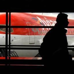 Pilotos e comissários da Avianca anunciam greve para sexta-feira