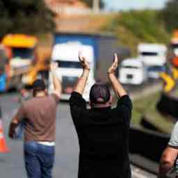 Situação só piorou, dizem caminhoneiros um ano após greve