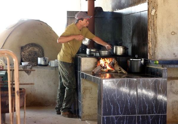 Pre%C3%A7o-do-g%C3%A1s-e-desemprego-elevam-uso-da-lenha-para-cozinhar-no-Brasil Preço do gás e desemprego elevam uso da lenha para cozinhar no Brasil