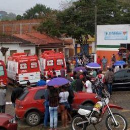 Apuarema: Acidente com caminhão que transportava feirantes deixa 16 feridos