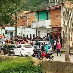 Dupla suspeita de matar criança e adolescente em tiroteio em Gandu morre após confronto com PMs