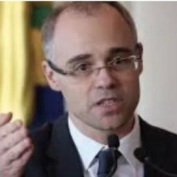 Carreiras jurídicas: AGU proíbe advogados públicos de exercerem atividades privadas