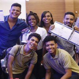Jovens Campeões: Escola pública vence Olimpíada de Robótica
