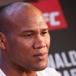Tranquilo, Jacaré afirma que rotina pré-UFC da esposa é mais difícil que a sua
