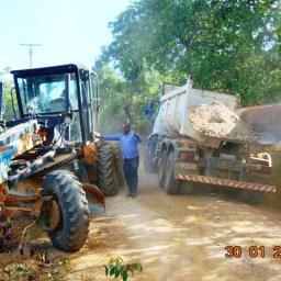 Prefeito vistoria recuperação das estradas na zona rural de Piraí do Norte