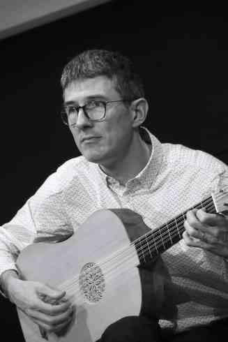Benjamin Perrot, La Rêveuse. Vihuela, Fac-Similé du Musée de la Musique
