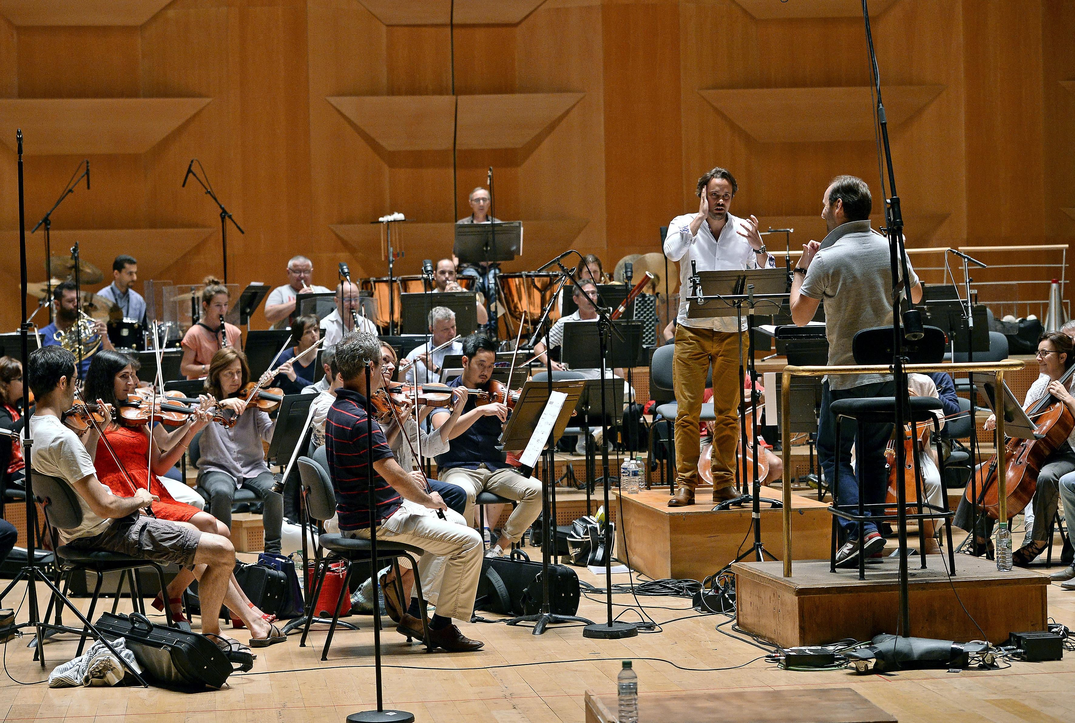 Julien Berh et l'Orchestre de l'Opéra de Lyon dirigé par Pierre Bleuse. Crédit photo : S.Guiochon