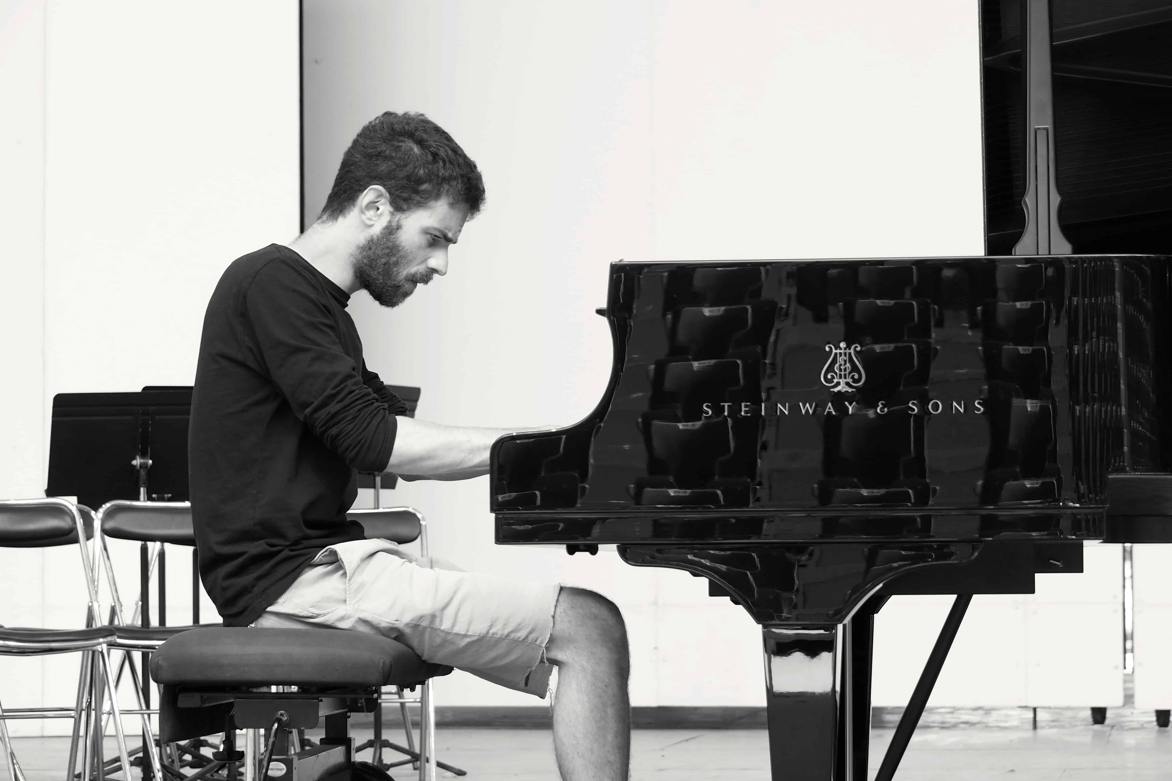 Adam Lalom. Essai du piano