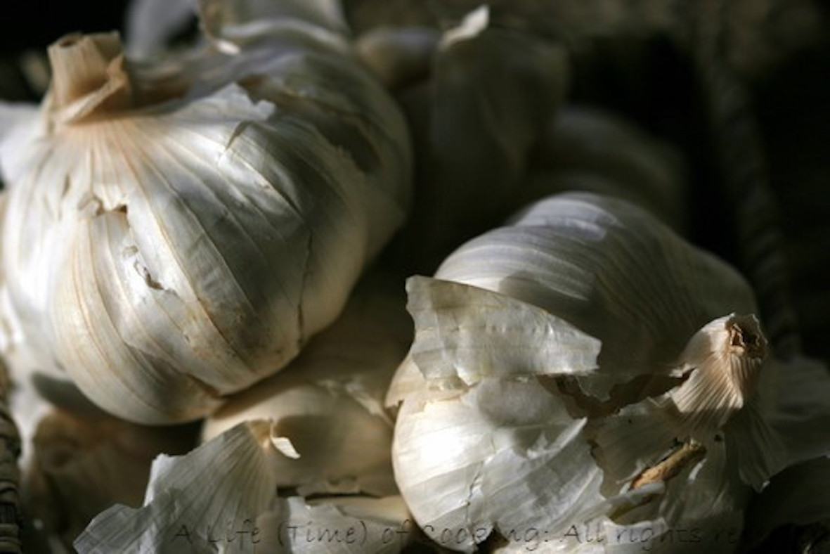 Ingredients: How to Make Garlic Oil