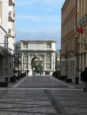 Arco di Traiano 1
