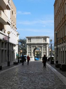 Arco di Traiano 6