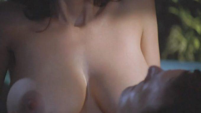 カナダの女優ジュリア・ベンソン(Julia Benson)が見せた濡れ場が巨乳でエロい。
