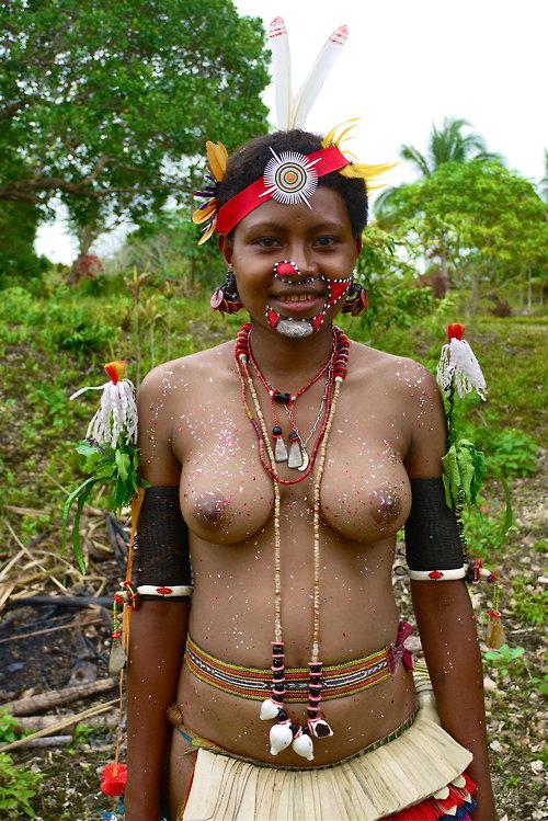 アフリカにいたおっぱいが美しい裸族をご覧ください。
