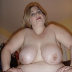 ぽっちゃり? もしくはそれ以上の巨乳女性達をご覧ください。