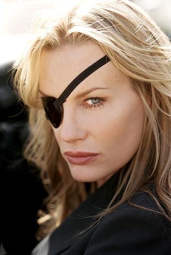 眼帯が似合う「キル・ビル」のエル・ドライバー役で有名なダリル・ハンナ(Daryl Hannah)が脱いでるぞ!