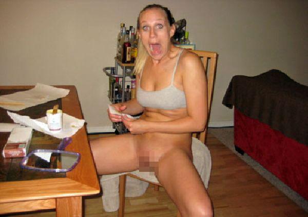 女性はびっくりすると先におっぱいを隠すらしい!