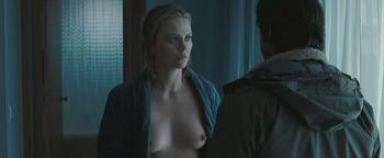 『2 days トゥー・デイズ』で映画デビューした、シャーリーズ・セロン(Charlize Theron)の濡れ場シーン!