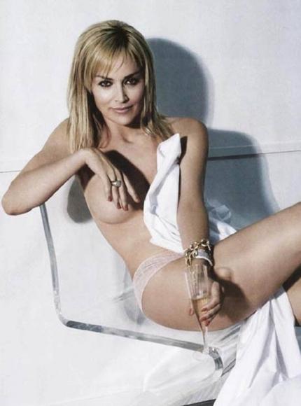 みんな知ってる「シャロン・ストーン(Sharon Stone)」が「氷の微笑(Basic Instinct)」で魅せている!
