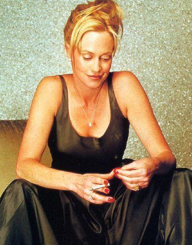 ニューヨーク生まれの女優メラニー・グリフィス(Melanie Griffith)が映画で脱いでいるぞ!