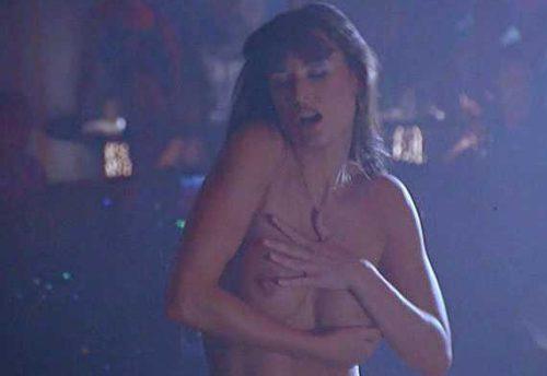 チャーリーズ・エンジェルやゴースト ニューヨークの幻で有名なハリウッド女優デミ・ムーア(Demi Moore)のエロいシーン。