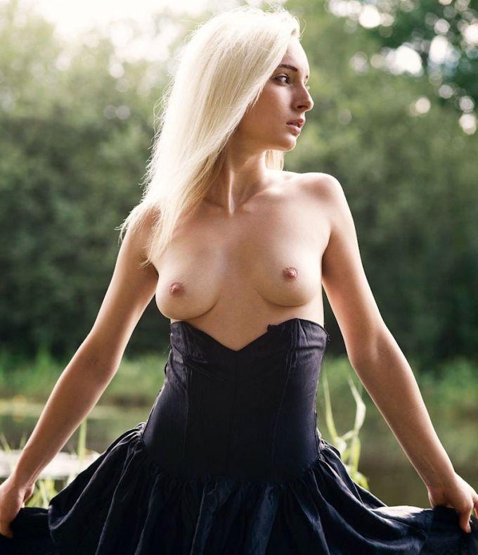 勃起している外国人美女の乳首の破壊力がすさまじい!!