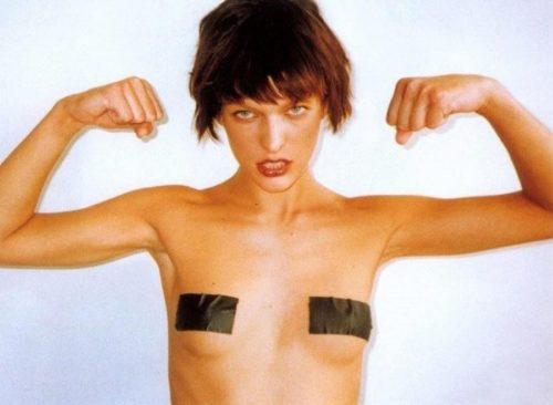 ヘアーヌードまで見せているのはバイオハザードシリーズで有名なミラジョヴォヴィッチ(Milla Jovovich)??