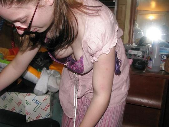 シコれるレベルの外国人女性の横乳をご覧下さい。
