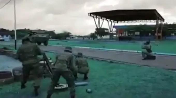 ベネズエラ軍が軍事訓練か・・・自殺の訓練をしているようです。