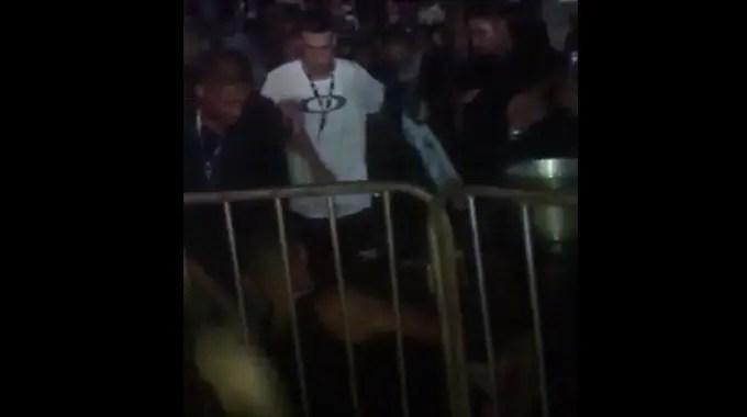 【閲覧注意】 コンサート会場で乱闘が起き男性が死亡。