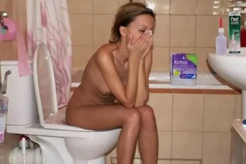 外国人の女性がトイレを覗かれて最高の顔をしています!