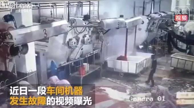 中国の工場で起きた爆発の瞬間です。