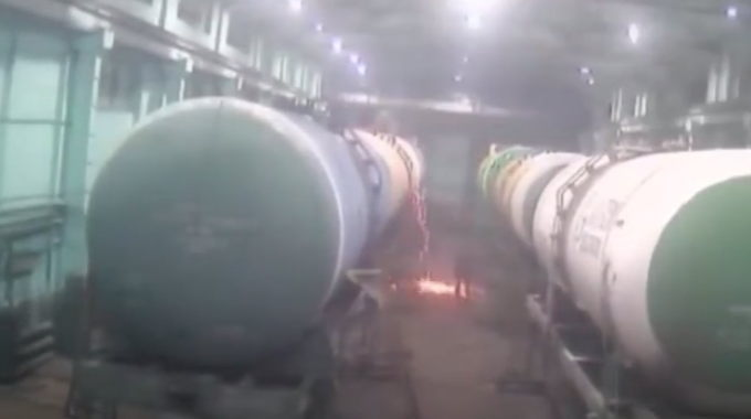 またも工場! 工場の溶接機が故障してドロドロに溶けたアレがアレする。