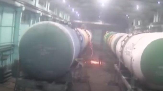 またも工場! 工場のタンクが爆発してドロドロに溶けたアレがアレする。