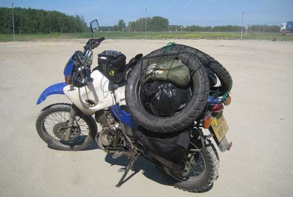 中国雑技団も真っ青! 中国の過積載過ぎるバイクの荷物運搬方法です。
