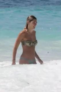 オーストラリア出身のモデル、アシュリー・ハート(Ashley Hart)さんがトップレス。