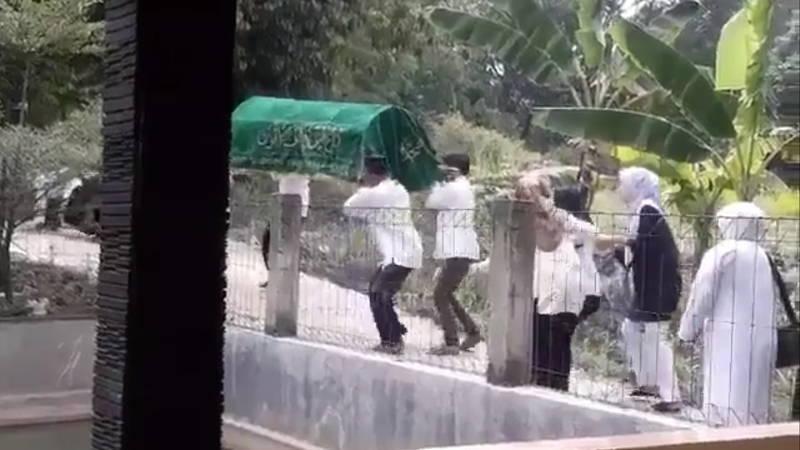 笑っちゃダメだぞ! 葬式で遺体を運んでいて「どっぷっ~~~ん」ってなってしまった。