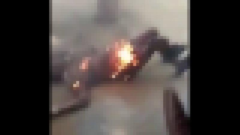 【閲覧注意】 カップルがガソリンを掛けられ火を着けられる。