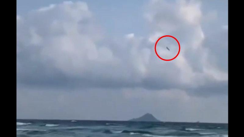スペインの海に小型飛行機が落ちた衝撃の瞬間はコチラ!
