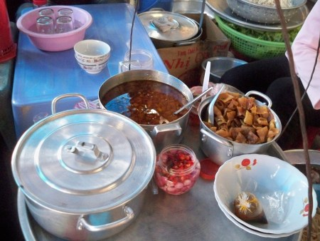 Cao Lau cooking station