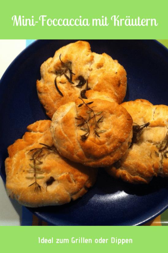 Mini-Foccaccia Brotfladen- kleine Focacciabrote mit Kräutern - ein einfaches schnelles Rezept. Ideal als Brot zum Grillen oder als Beilage zu Salat oder auch mit Dip ein Hefeteig der schnell zu backen ist - Sommerrezept