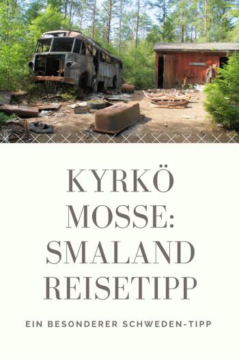 Der Autofriedhof von Kyrkö Mosse in Smaland ist ein Schweden-Reisetipp der besonderen Art: Nicht nur für Oldtimer Fans ein spannendes Ausflugsziel, auch für Familien mit Kindern.