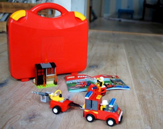 Gewinnt ein Lego Juniors Feuerwehrset.