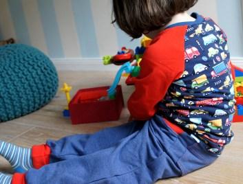 Kindermode von Curious and cute - Kleidung mit Bewegungsfreiheit, handgenäht und ökotex.