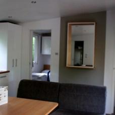 Geräumiges Wohnzimmer in der Mitte.