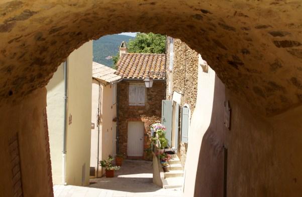 Gassin - idyllisches Bergdorf an der Cote d'aZur in der Nähe von St. Tropez - typisch Provence.