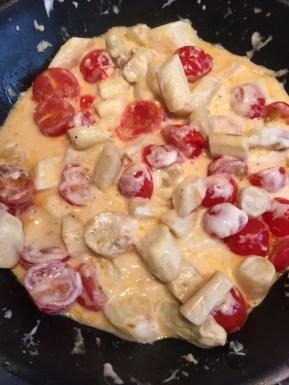 Rezept für herzhafte Pfannkuchen mit Spargel und Tomaten.
